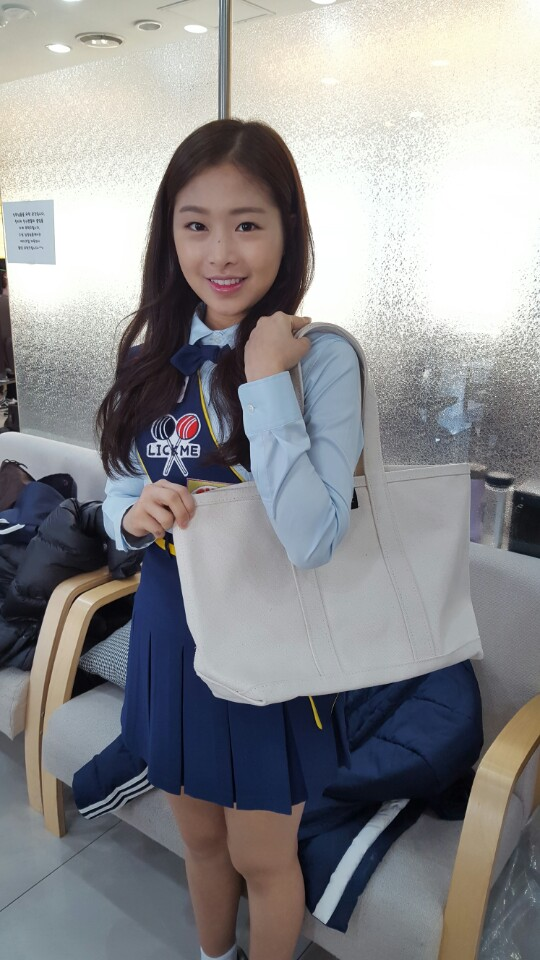 april chaewon - VOGATHA SHOULDER BAG