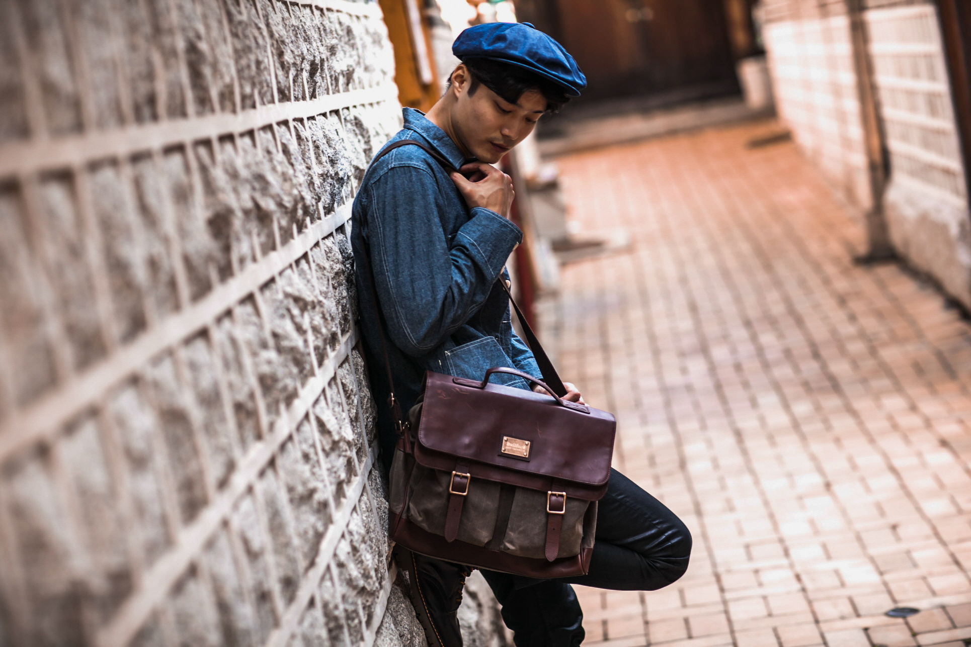 ave-waxed-canvas-messenger-bag