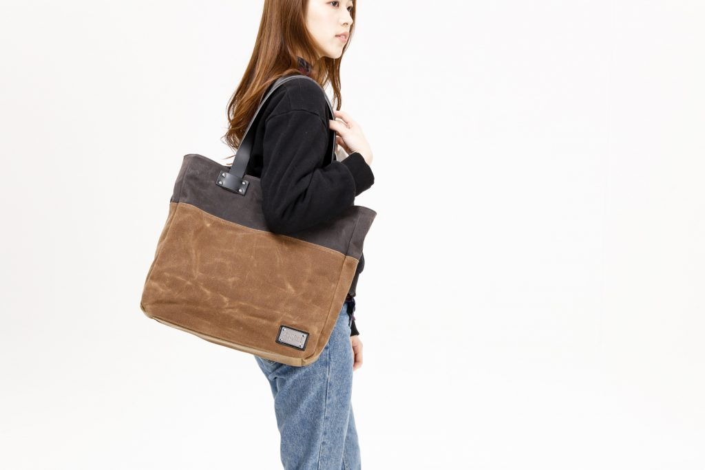 94268ffce433 If you're already familiar with Builford, these women's waxed canvas bags  might not be unexpected at all. But if you aren't, the idea of pairing  fashion ...